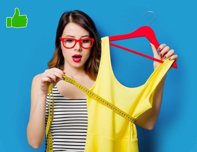 Hãy chọn size nhỏ hơn size cơ thể hiện tại khi mua một chiếc váy hoặc một chiếc quần bò mới mà bạn rất thích. Hãy treo chúng ở nơi dễ thấy nhất trong nhà. Bằng cách này, bạn sẽ luôn luôn nhắc nhở bản thân về mục tiêu giảm cân.