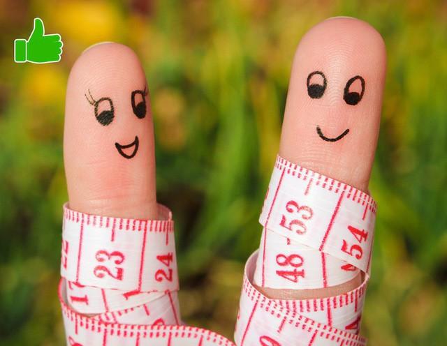 Cùng giảm cân với bạn bè của bạn hoặc tham gia vào một nhóm toàn những người đang có cùng mục tiêu với mình. Bởi nghiên cứu cho thấy lập hội nhóm giảm cân sẽ giúp đạt mục tiêu giảm cân nhanh hơn 20% so với bình thường.