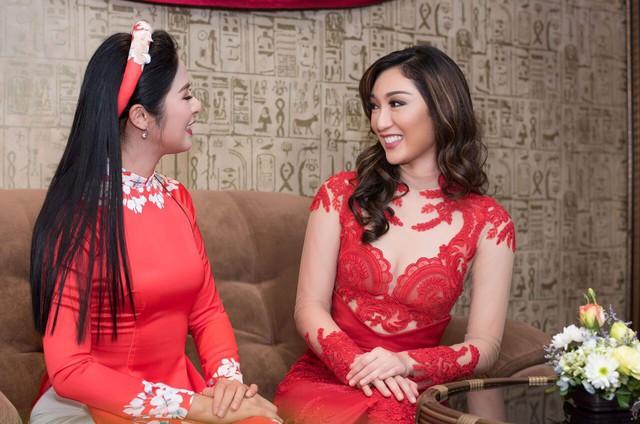 Hoa hậu Ngọc Hân giao lưu cùng Hoa hậu Karen