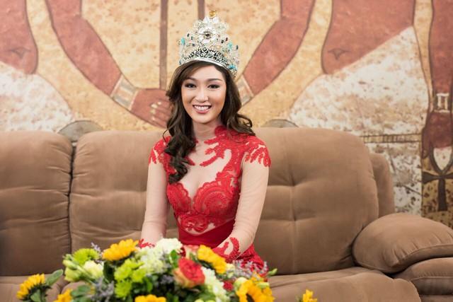 Ngoài đời, Hoa hậu Trái đất sở hữu vẻ đẹp thu hút