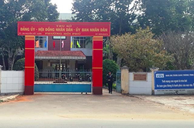 UBND phường Hội Phú (TP Pleiku, Gia Lai) nơi bị trộm viếng.
