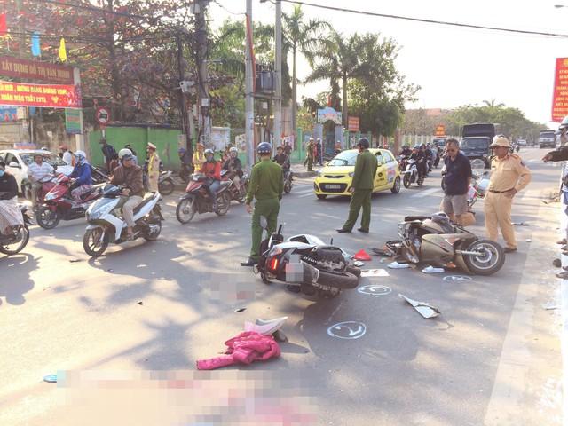 2 xe máy va chạm kinh hoàng, cô giáo nguy kịch ngay trước nhà nhưng người thân không nhận ra