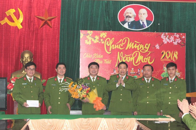 Đại tá Nguyễn Mạnh Hùng, Phó Giám đốc Công an tỉnh đã ghi nhận, biểu dương thành tích mà tổ công tác PC52 đã lập được