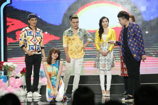 Nữ ca sĩ còn có những khoảnh khắc nhảy nhót khó đỡ khiến team của Trấn Thành bị lép vế trước các nghệ sĩ khác.