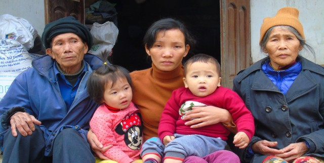 Ngoài đứa con thơ, chị Thanh còn phụng dưỡng bố mẹ chồng đã 70 tuổi.