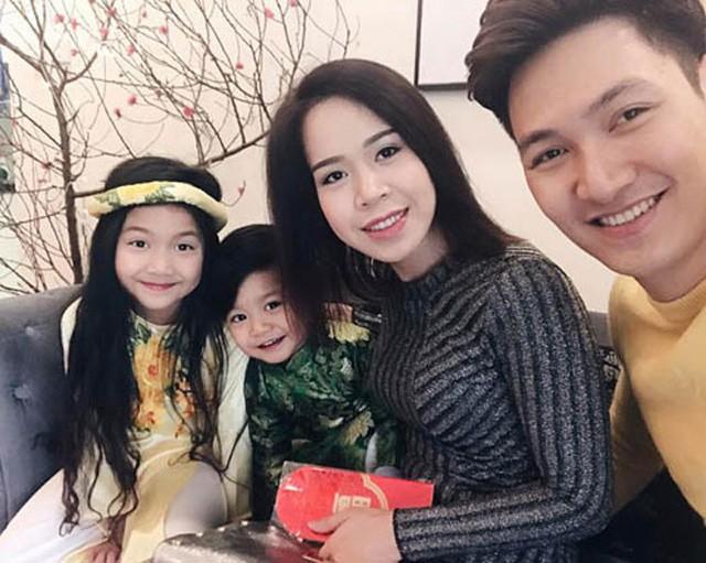 Gia đình hạnh phúc của diễn viên Mạnh Trường.