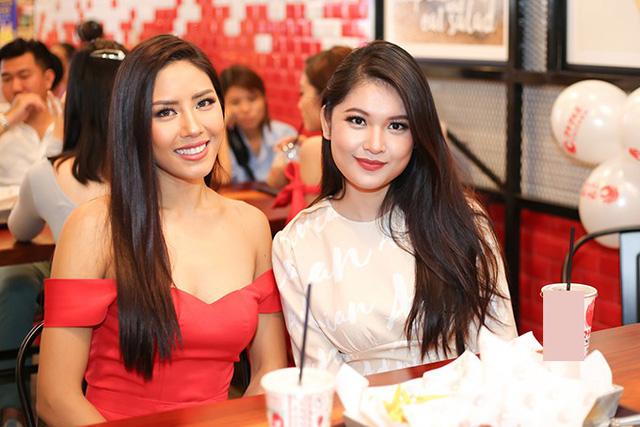 Á hậu Việt Nam 2016 từng được Nguyễn Thị Loan chỉ dạy trong quá trình chuẩn bị thi Hoa hậu Quốc tế cách đây không lâu.
