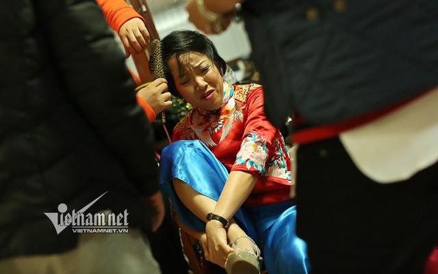 Phút nhăn nhó của MC Thảo Vân.