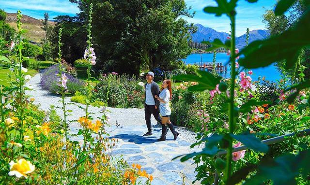 MC Phan Anh và vợ trong một chuyến du lịch gần đây ở Newzeland.