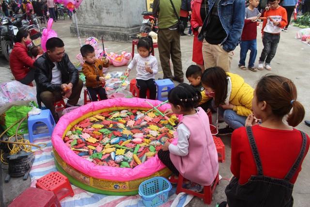 Những điểm di động vui chơi dành cho thiếu nhi được tổ chức ngay tại phiên chợ