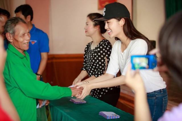 Trong vai trò Á hậu Hoa hậu VN, Huyền My đã có nhiều hoạt động xã hội tích cực