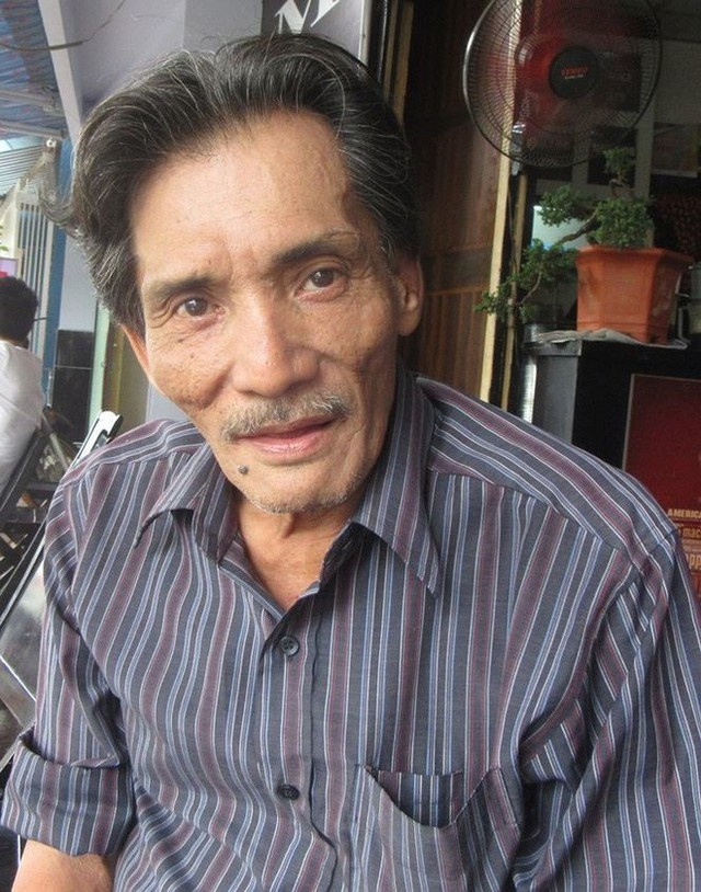 Thương Tín già nua với gương mặt xuống sắc, in đậm dấu vết thời gian ở tuổi ngoài 60.