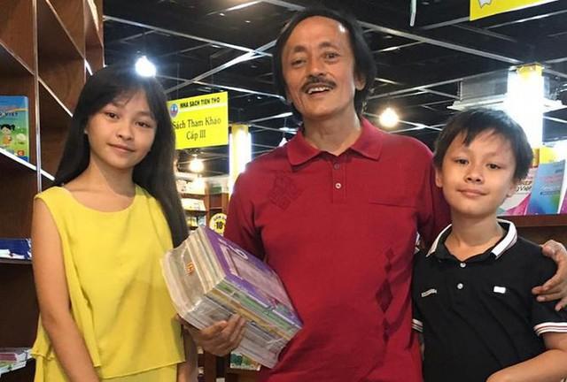 Nghệ sĩ Giang còi và 2 con của anh.