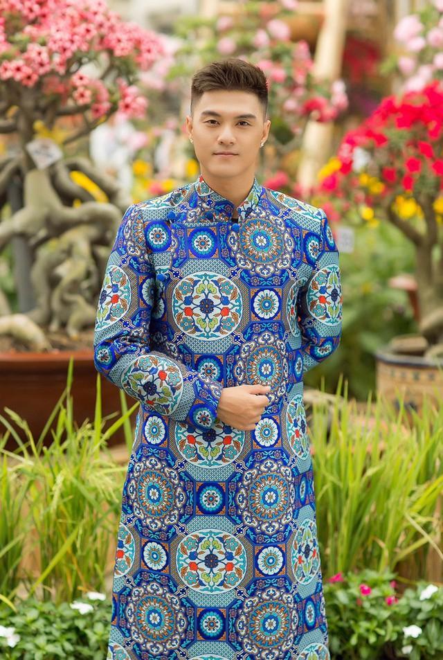 Trước sự đáng yêu của Kỳ Kỳ, Linh Chi đã nhận lời tổ chức buổi chụp ảnh, còn phần trang phục giao lại cho stylist Kim Thành.