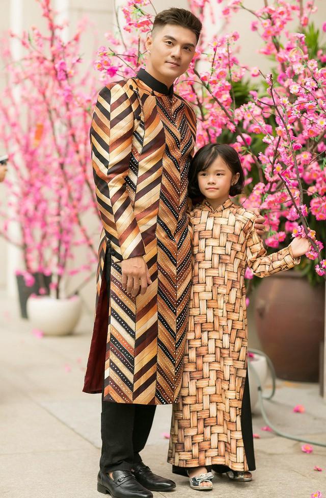 Cũng sau ly hôn, Lâm Vinh Hải không ở cạnh con gái như trước, nhưng mỗi khi rảnh, anh đều tranh thủ thời gian thăm Kỳ Kỳ.