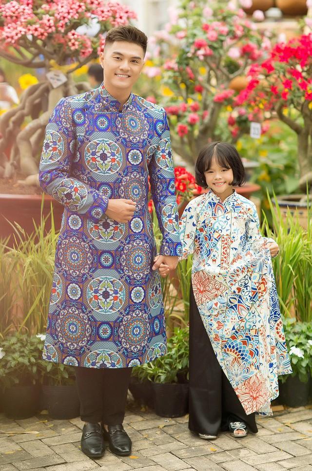 Trước đó, khi lên ý tưởng thực hiện bộ ảnh, Kỳ Kỳ còn muốn Linh Chi làm stylist hỗ trợ cô bé và bố về trang phục, cách tạo dáng.