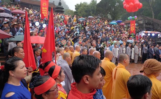 Lễ hội chùa Hương những ngày đầu diễn ra trật tự.