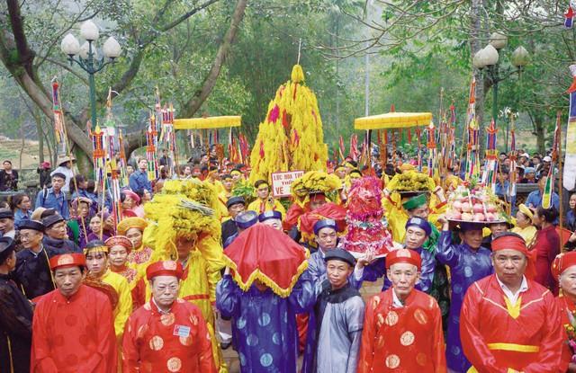 Không còn cảnh hỗn loạn tại lễ hội đền Gióng. Ảnh: Q.Trang