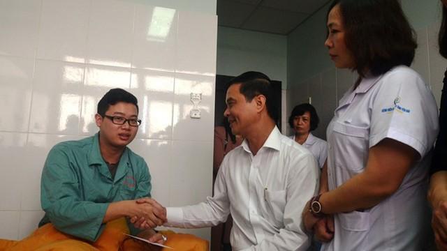 Công an ráo riết truy bắt kẻ hành hung 2 bác sĩ ở Yên Bái