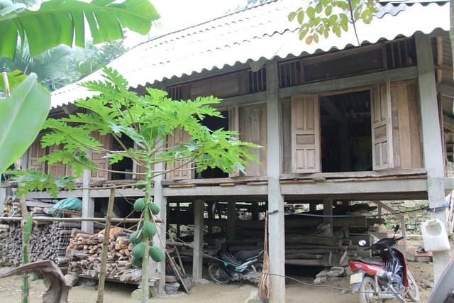 """Ngôi nhà hiện tại của """"vua"""" Mường nằm ở cuối thôn Ong, xã Lạc Sĩ (Yên Thủy - Hòa Bình)."""