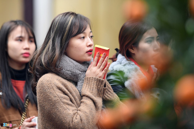 Những ngày đầu tháng Giêng, nhiều phật tử và du khách thập phương đổ về chùa Phúc Khánh (phường Thịnh Quang, Đống Đa, Hà Nội) để dự lễ, khoá sao, cầu bình an trong năm mới.