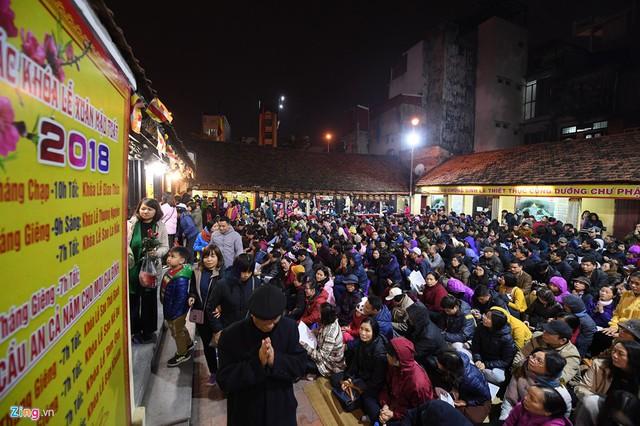 Cụ thể năm nay, 19h mùng 8 tháng Giêng (23/2), chùa Phúc Khánh cúng giải hạn sao La Hầu; tối 15 tháng Giêng (2/3) cúng giải hạn sao Thái Bạch; tối 18 tháng Giêng (5/3) cúng giải hạn sao Kế Đô.