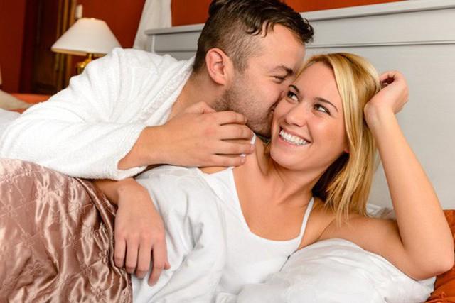 Ở đa số các cặp vợ chồng trẻ, sự sung sức của tuổi thanh xuân khiến việc gắn kết nhau lại trong chuyện ân ái khá dễ dàng và nhiệt huyết. Ảnh minh họa