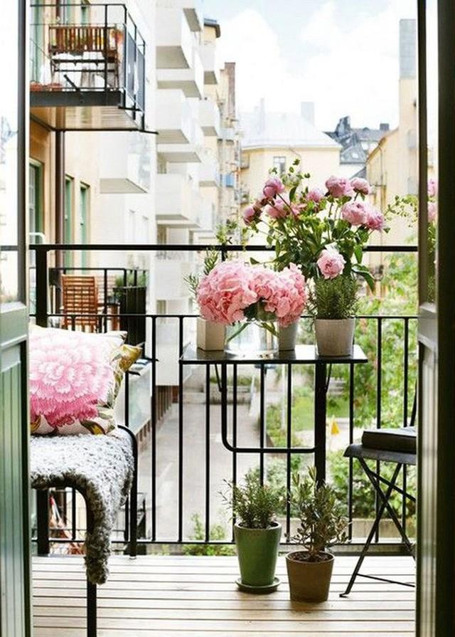 Chút trang trí tuy nhỏ và dễ nhưng công dụng mang lại cho ngôi nhà lại vô cùng lớn lao. Chúc bạn sẽ thành công với thiết kế góc thư giãn bằng hoa cho ngôi nhà của mình nhé.