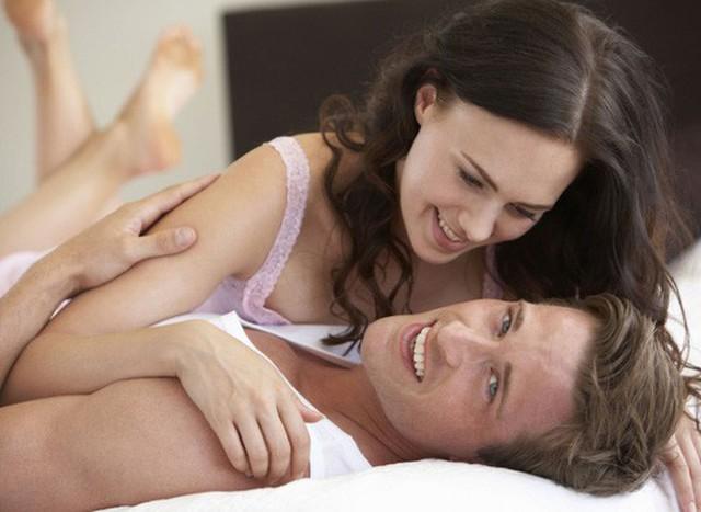 Hoạt động ân ái không phải là chất kết nối duy nhất nhưng là sự gắn kết đặc biệt giữa vợ và chồng. Ảnh minh họa