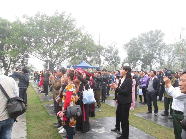 Dự tính, lượng khách thập phương đổ về Hội Lim sẽ đông hơn từ chiều nay.