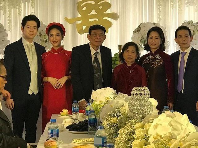 Hình ảnh trong lễ đính hôn của Mai Hồ.