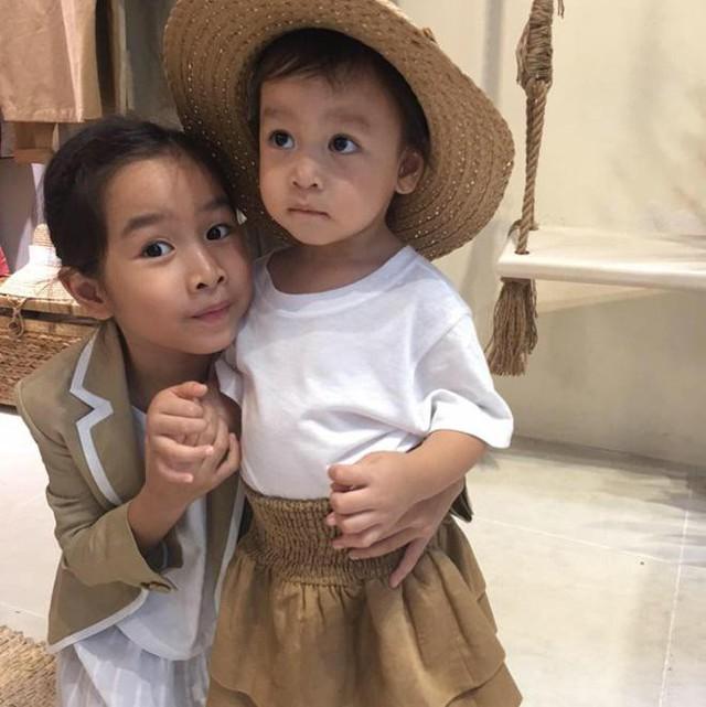 Hình ảnh 2 con gái được Hồ Hoài Anh đăng tải trên trang cá nhân.