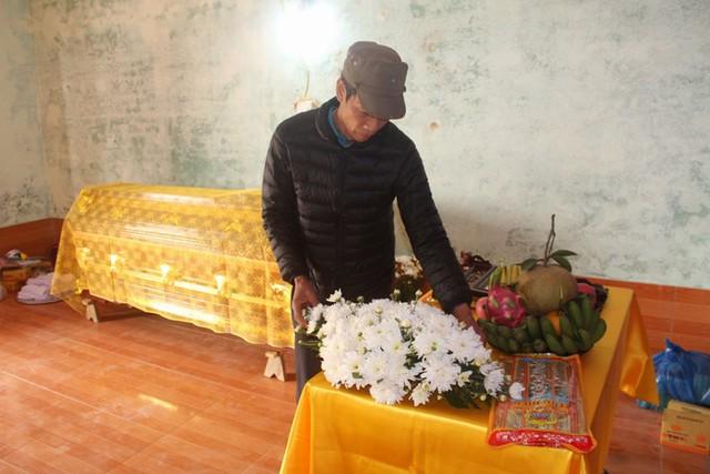 Theo người thân, vào 7h sáng mai, lễ truy điệu và an táng của anh L. được gia đình tổ chức. Ảnh: Đ.Tùy