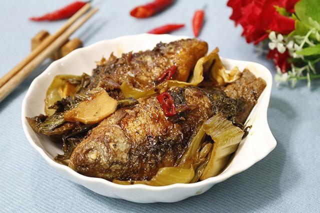 Trời lạnh thế này, ăn cá diếc kho dưa với cơm nóng là tuyệt nhất