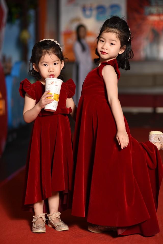 Hai con gái của Dustin Nguyễn và Bebe Phạm