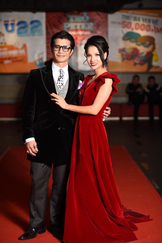 Vợ chồng đạo diễn Việt kiều Dustin Nguyễn