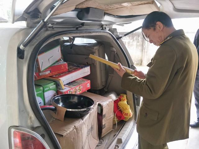 Hà Tĩnh: Tạm giữ xe ô tô và nhiều hàng hóa không có hóa đơn, chứng từ
