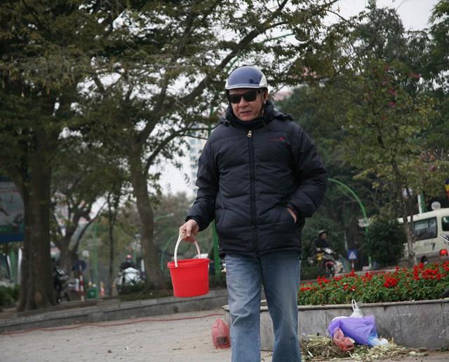 """Hà Nội: Sợ đông đúc nhiều gia đình tiễn Táo Quân """"về trời"""" sớm"""