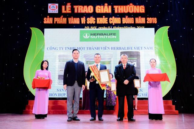 """Herbalife Việt Nam nhận giải thưởng """"Sản phẩm vàng vì sức khỏe cộng đồng năm 2018"""""""