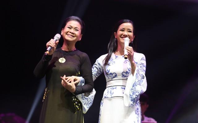 Danh ca Khánh Ly và diva Hồng Nhung từng nhiều lần đứng chung sân khấu