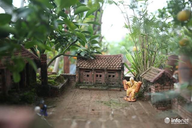 Để làm ra được tiểu cảnh này, chủ nhân của nó đã phải mất 3 năm tính từ công đoạn làm khuôn, nhà và trồng từng cây nhỏ trong đó sao cho hợp lý.