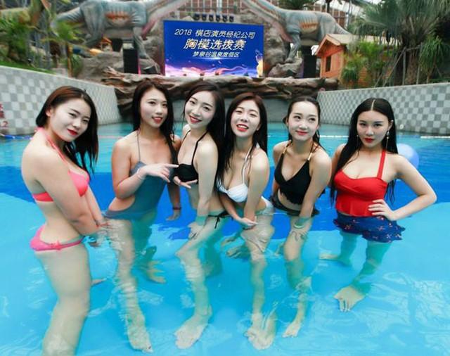 Các cô gái Trung Quốc đọ ngực để được làm diễn viên đóng thế