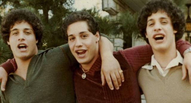 3 anh em sinh 3 vừa chào đời đã bị đưa đi làm con nuôi, nhiều năm sau họ vô tình gặp lại và phát hiện ra sự thật tàn nhẫn về lý do bị chia rẽ