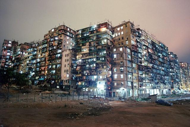 """Choáng ngợp thành phố """"vô pháp"""" từng đông đúc nhất thế giới ở Hong Kong"""