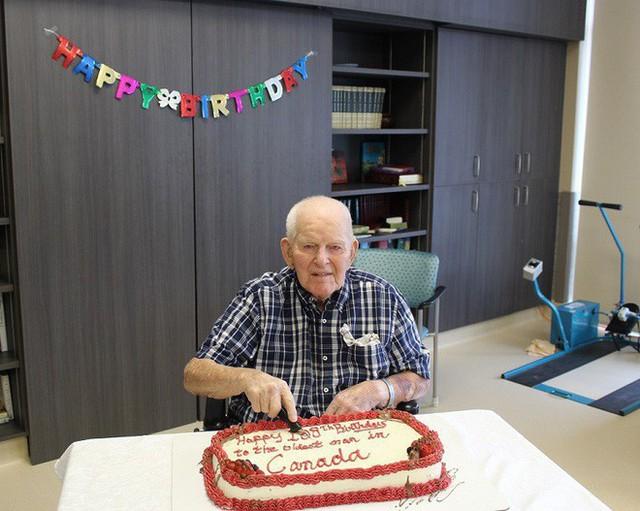 Cụ ông 108 tuổi chia sẻ bí quyết trường thọ: Đàn ông chỉ cần cưới được một người vợ tốt!