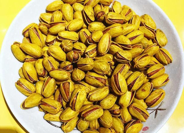 Loại hạt dẻ cười tẩm ướp nhụy hoa nghệ tây rồi rang lên đang gây sốt thị trường