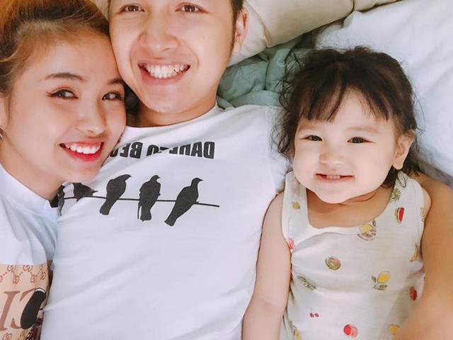 Cuộc sống của em trai Nhã Phương không ồn ào, nhưng lại rất đầm ấm và hạnh phúc. Trên trang cá nhân, Trần Lê Nhật liên tục chia sẻ những khoảnh khắc tràn đầy niềm vui bên gia đình nhỏ.