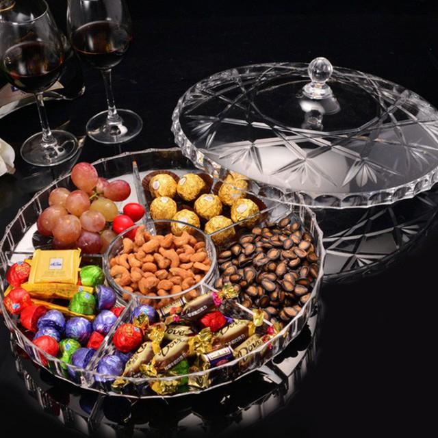 14. Ngoài ra, khay đựng bánh kẹo bằng thủy tinh cũng là mặt hàng được tìm kiếm nhiều.