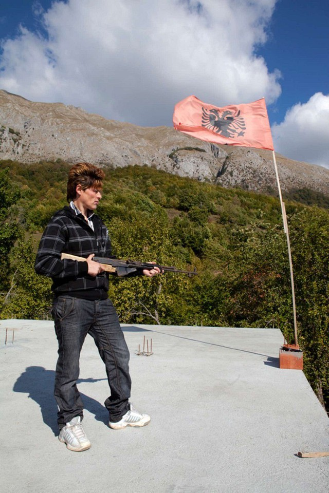 Việc phụ nữ biến thành đàn ông là truyền thống đã kéo dài nhiều thế kỷ ở những vùng núi xa xôi ở miền Bắc Albania.
