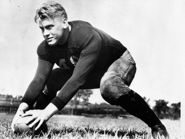 Cựu Tổng thống Gerald Ford từng tham gia vào đội bóng của Đại học Michigan năm 1933. (Ảnh: Thư viện Ford)